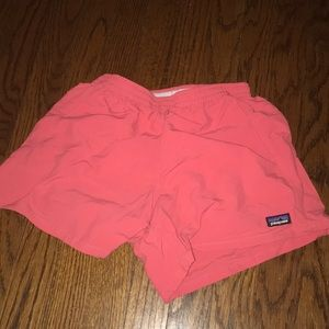 adorable coral Patagonia shorts!!